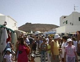 Foreign Tourist Arrivals Fall 5.73% in March