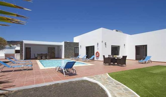 Villa Celeste, Playa Blanca, swimming pool area