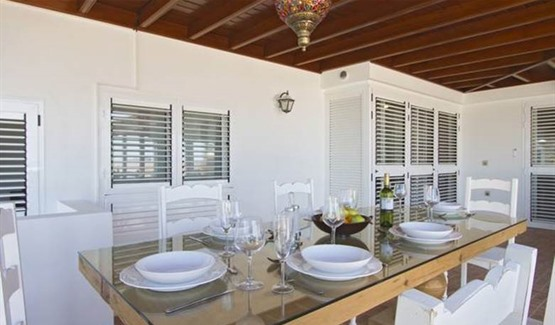 Villa Paloma, covered dining area