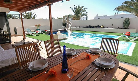 Villa Charcos, Pool and Dining Area
