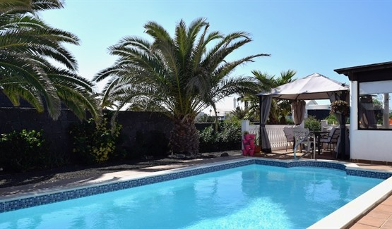 Villa for Sale in Playa Blanca, pool area