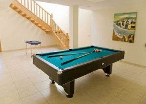 Villa Vista Lobos, Pool Table